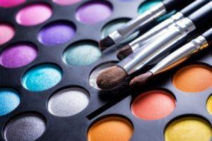 8721922-palette-de-maquillage-professionnel-ombres