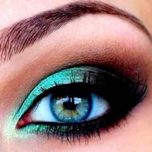 maquillage-pour-yeux-turquoise